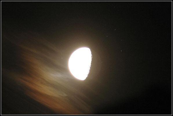Mond durchquert die Plejaden