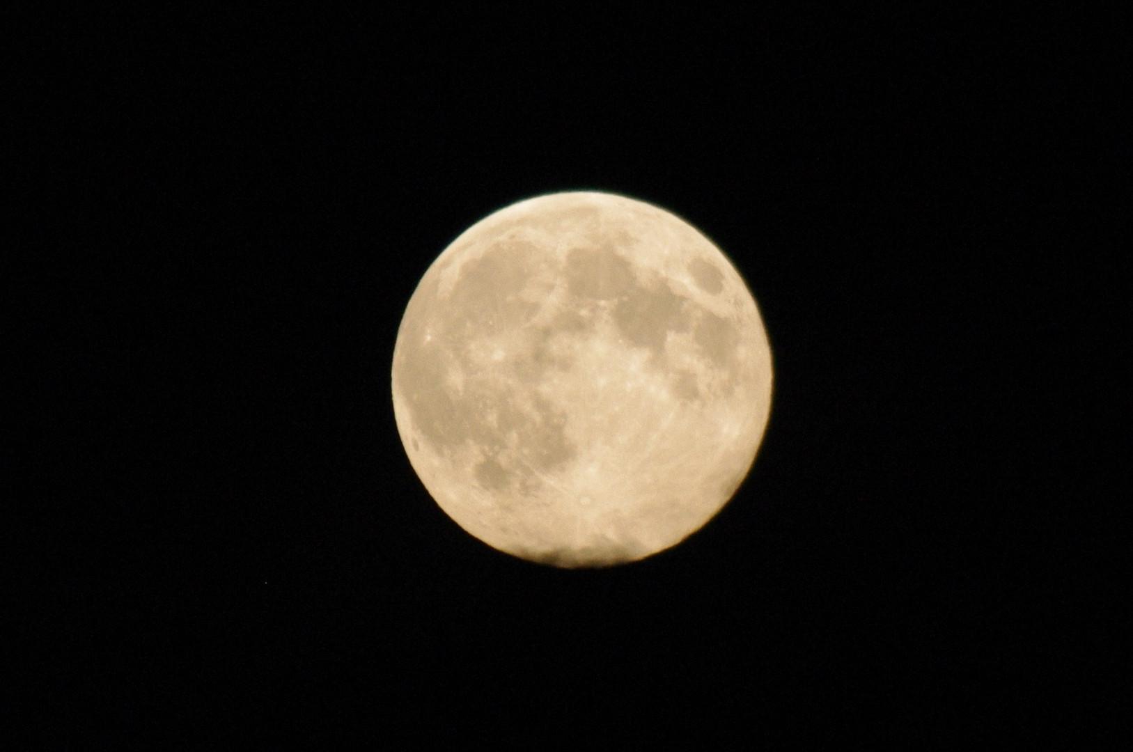 Mond - Ein Versuch