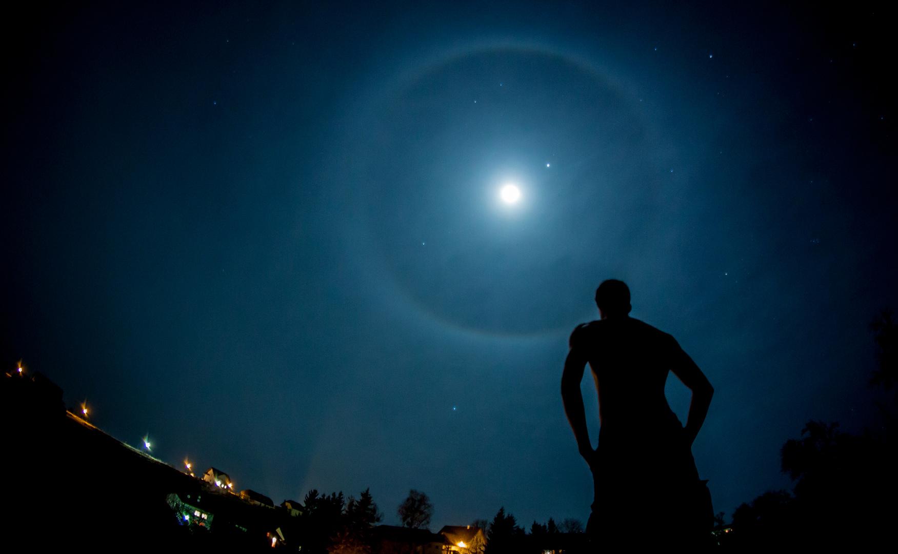 Mond Halo