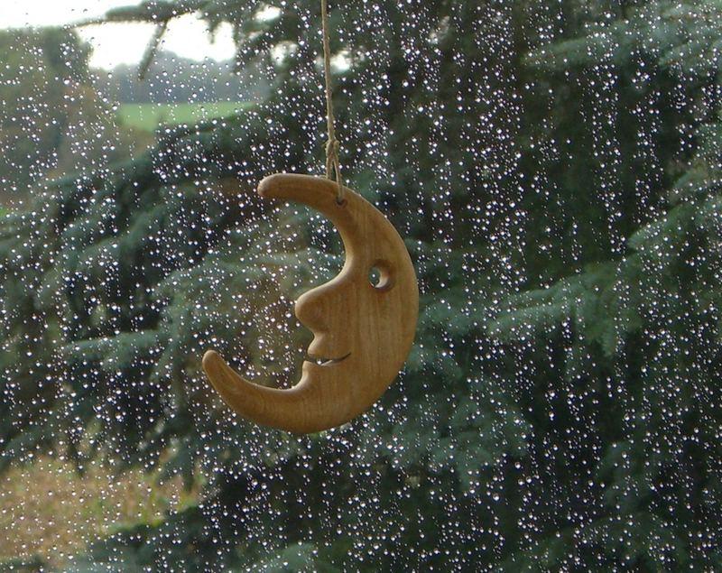 Mond im Regen