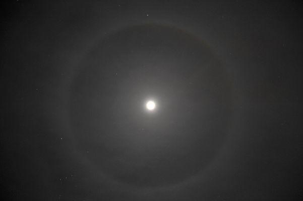Mond im Ring