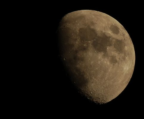 Mond, in die Tonne getreten