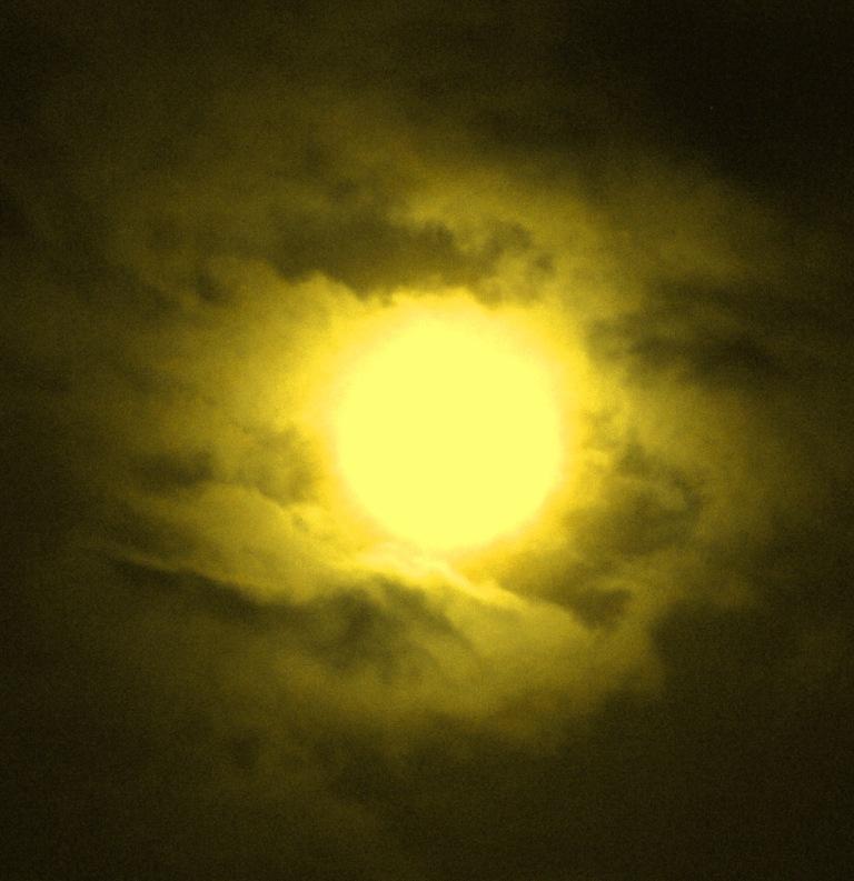 Mond in Wolken