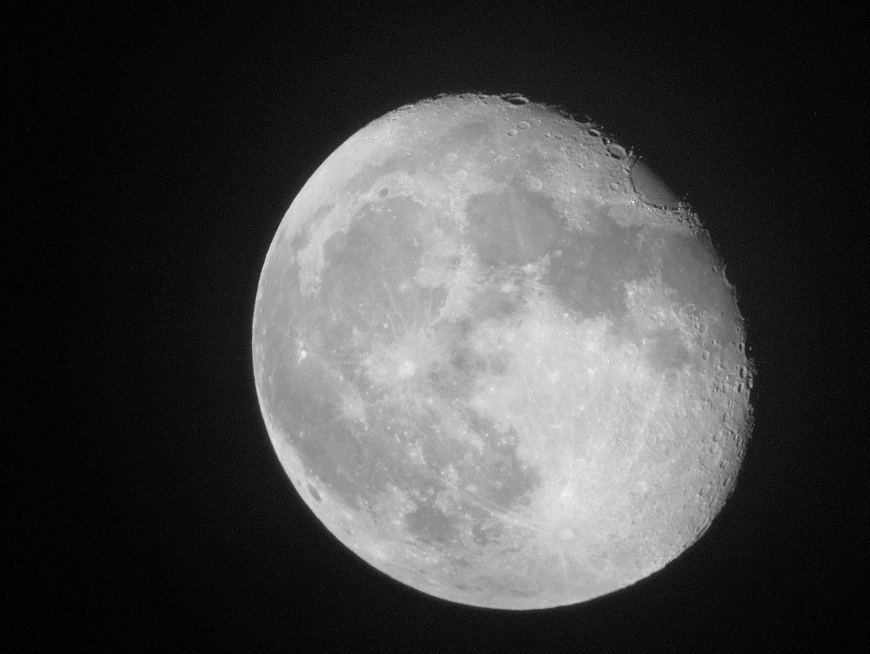 Mond mit Digicam durch Refraktor 102/500 (2. Bild)