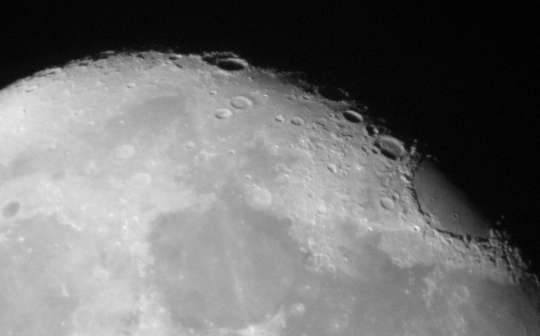 Mond mit Digicam durch Refraktor 102/500