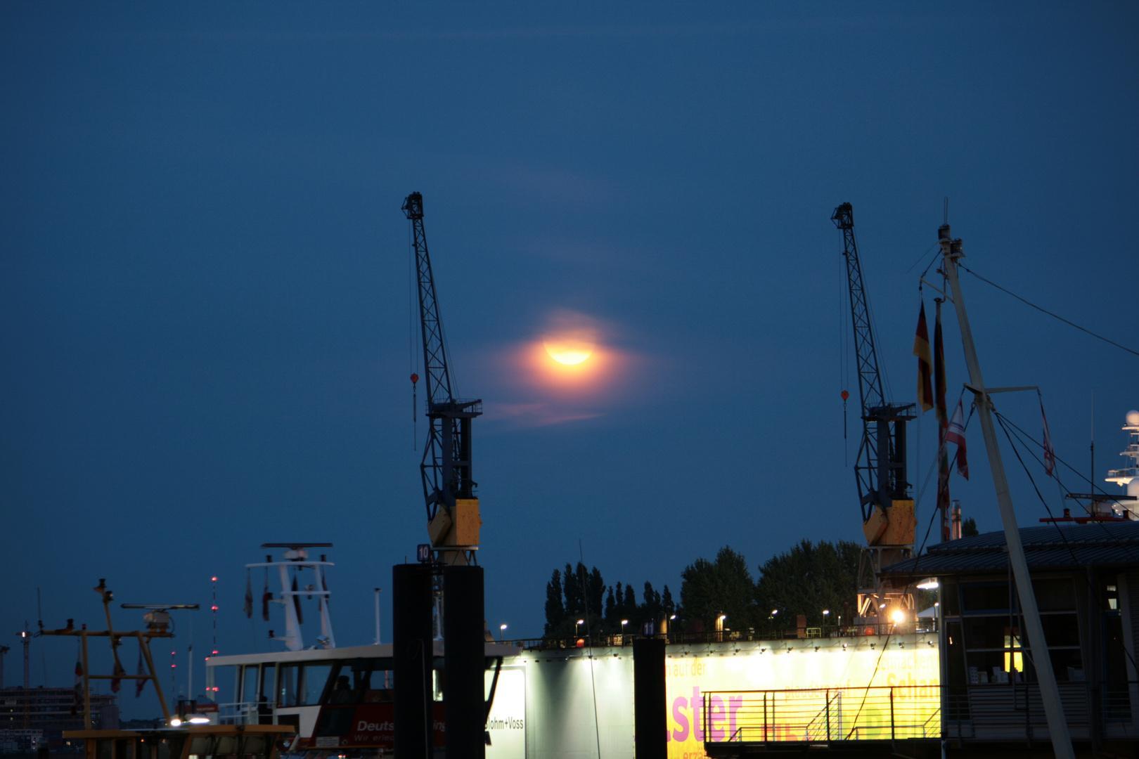 Mond mit einmaligen Staub