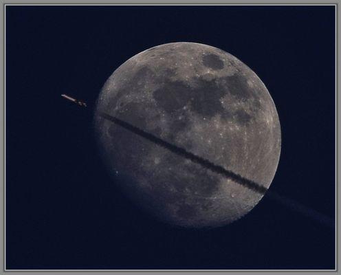 Mond mit Flugzeug, 2.Variante.......