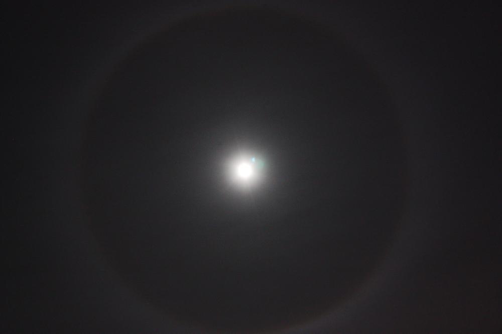 Mond mit Ring