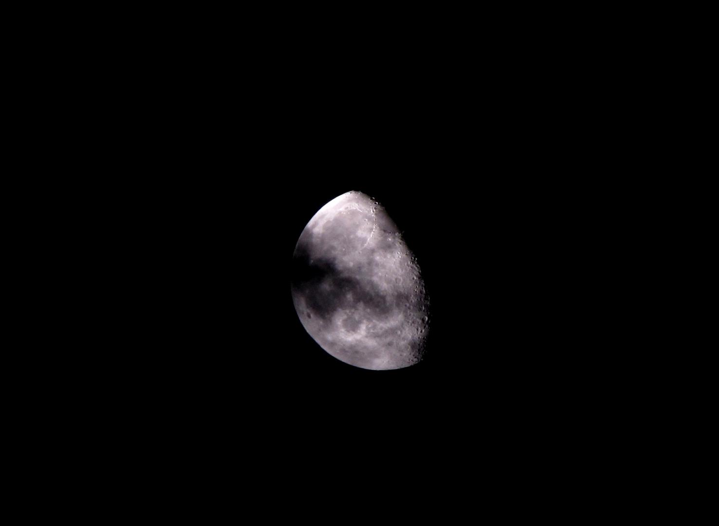 Mond mit Wolke