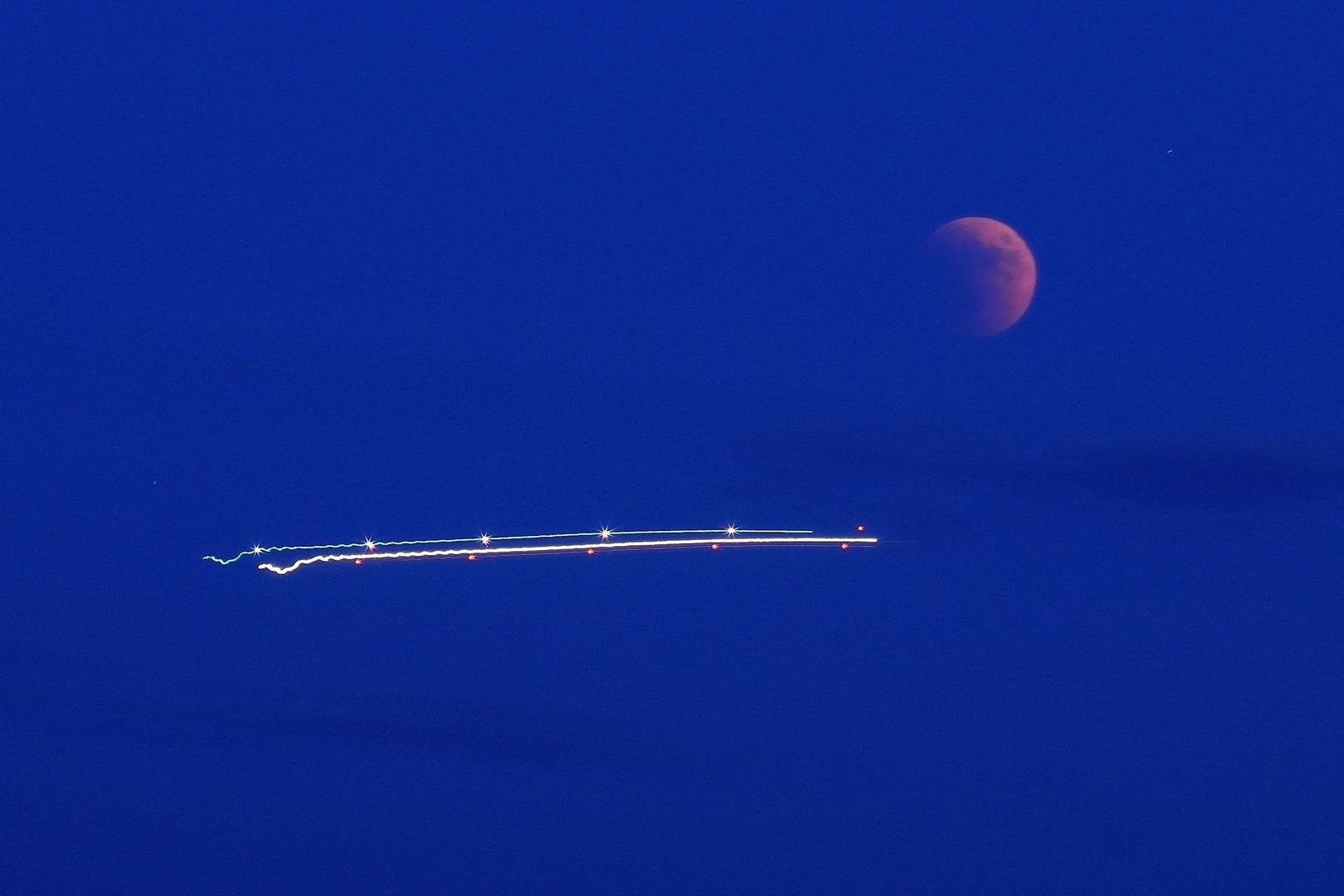 Mond mit zwei Spuren