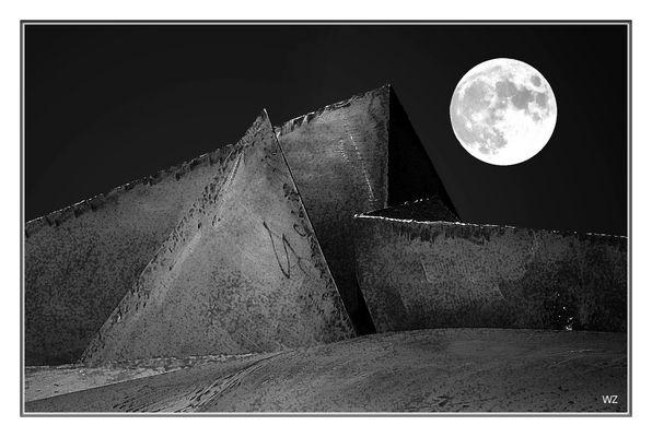 "Mond + Stahl""pyramide"""