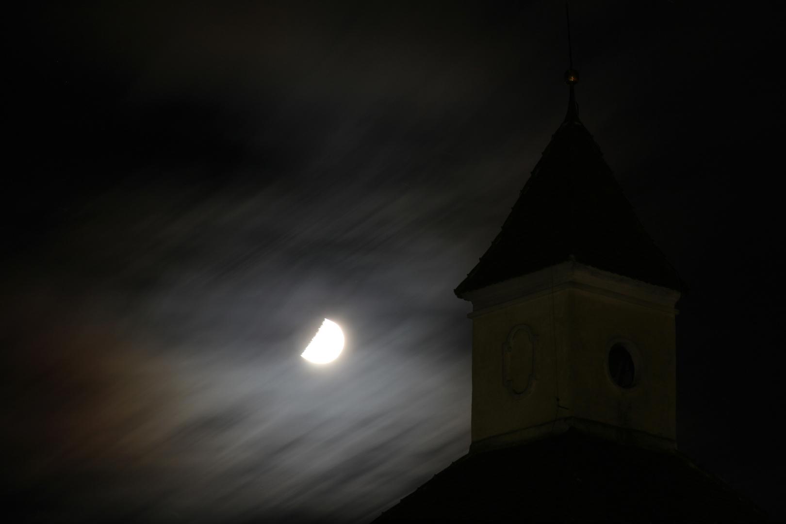 Mond über Brixen
