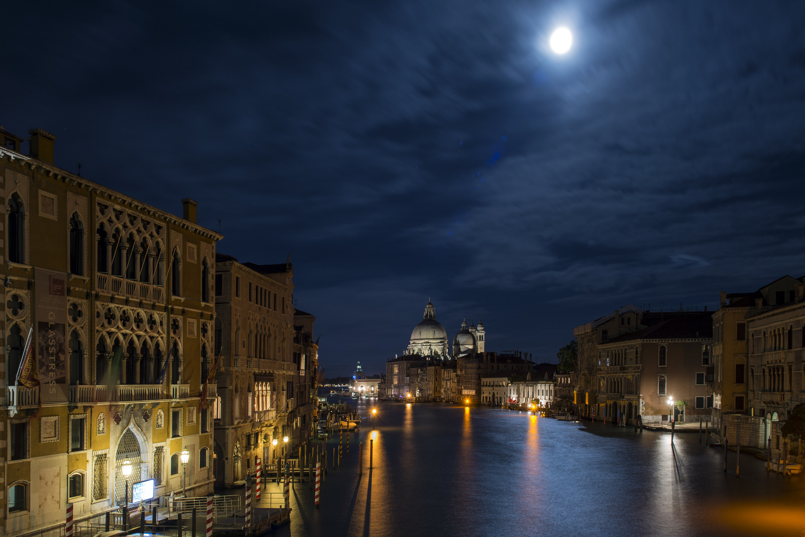 Mond über dem Canal Grande