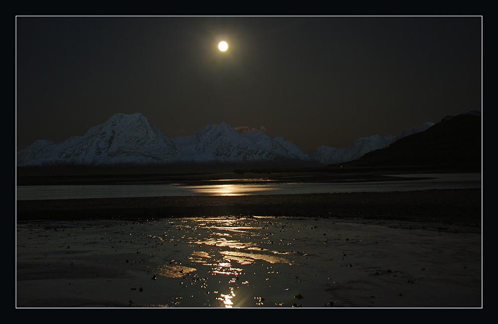 Mond über den Lyngsalpen
