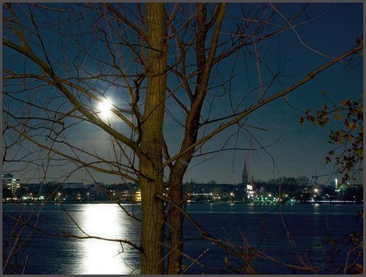 Mond über der Aussenalster