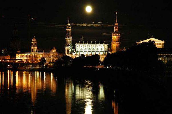 Mond über Dresden