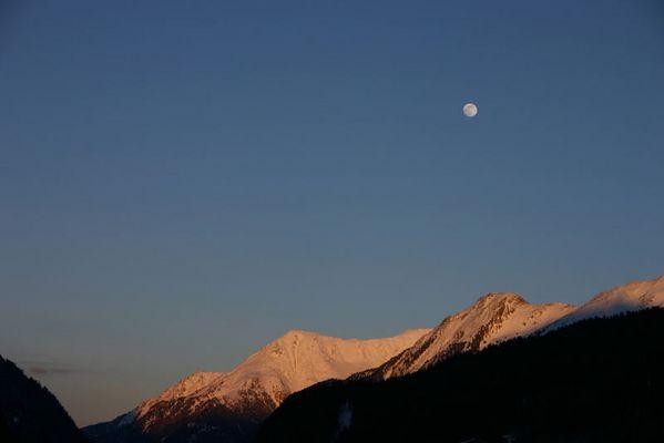 Mond über Ischgl. . .