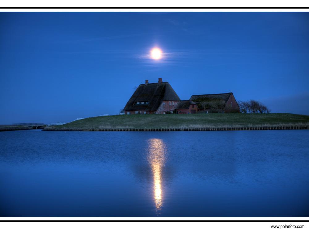 Mond über Kirchwarft