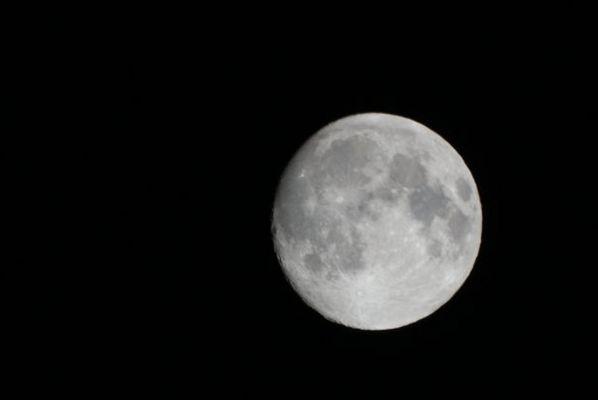Mond über Oberdiessbach