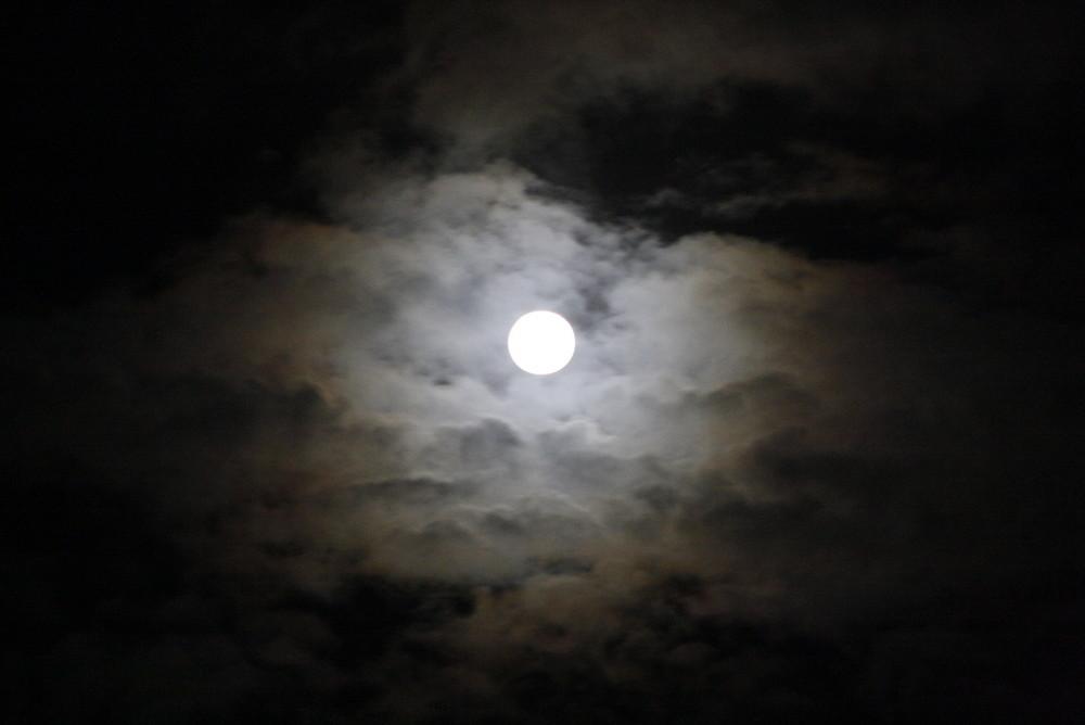 Mond über Ostfriesland