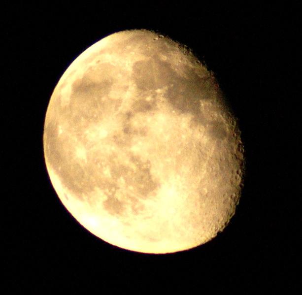 Mond über Stein