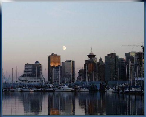 Mond über Vancouver
