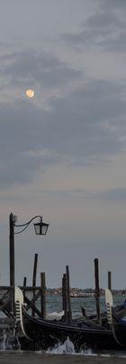 Mond über Venedig