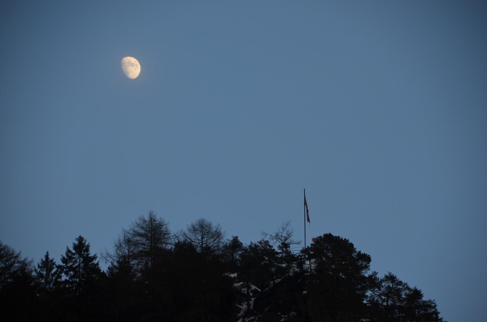 Mond überm Adlerhorst