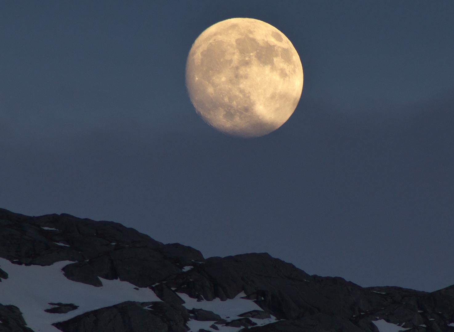 Mond überm Fjell (Norwegen)