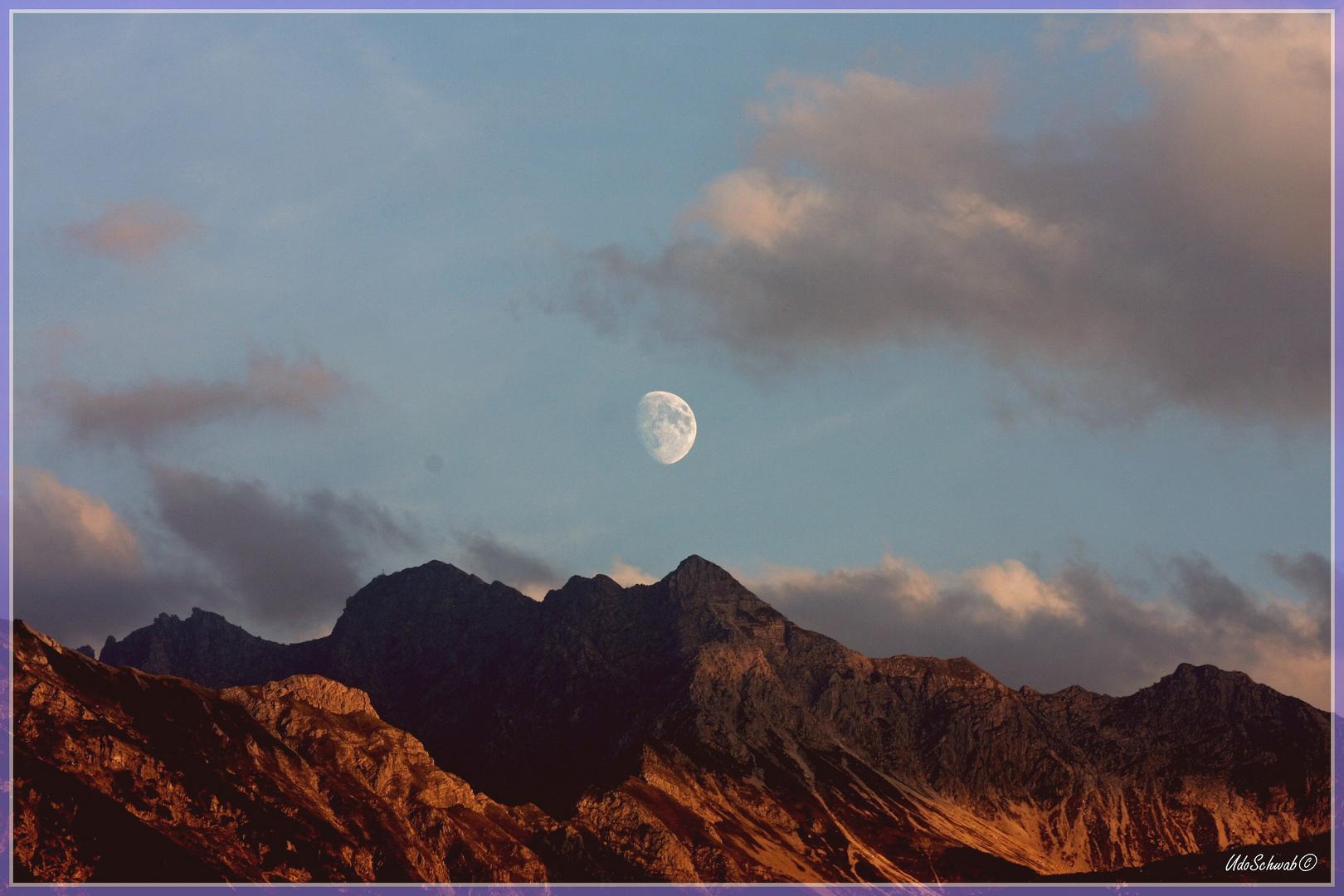 Mond überm Nebelhorn