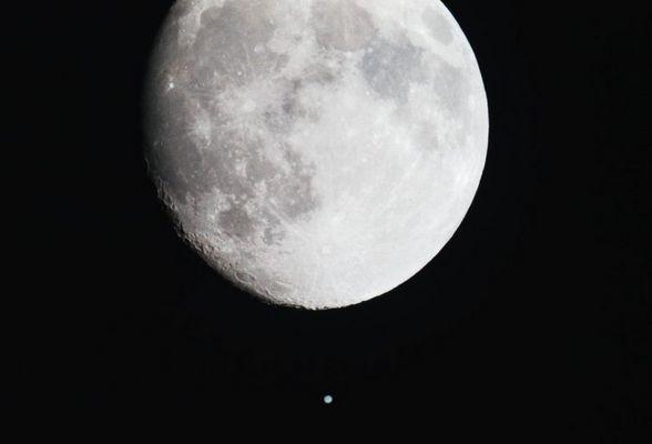 Mond und Planet