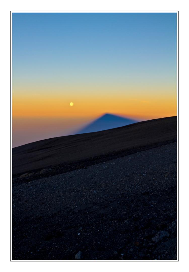 ~ Mond und Schatten vom Kilimandscharo ~