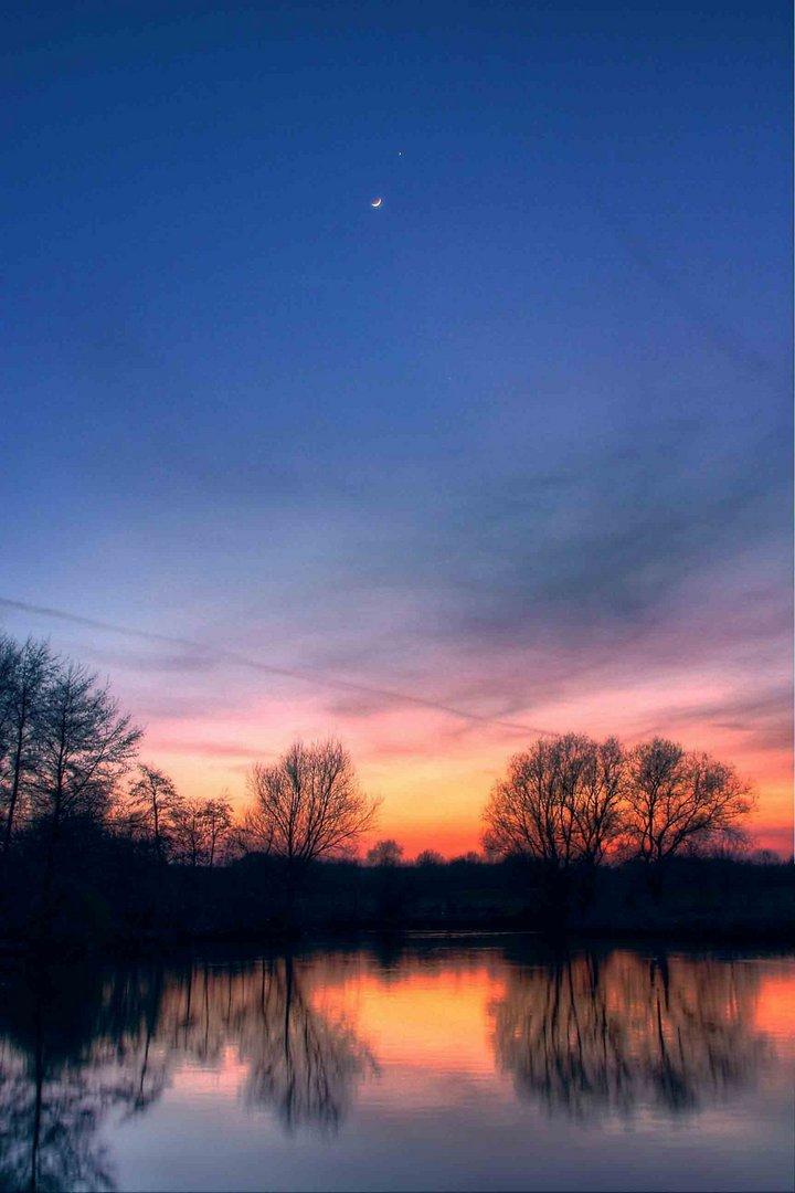 Mond und Venus im Bild