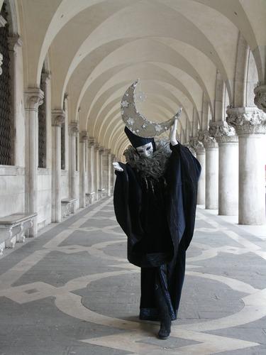 Mond unter dem Dogenpalast