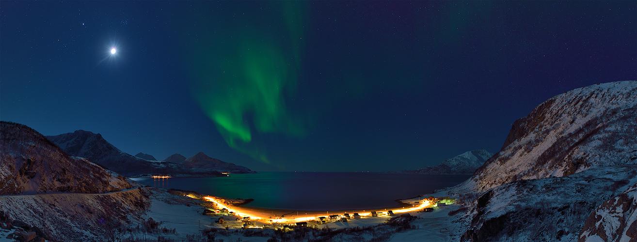 Mond vs. Aurora