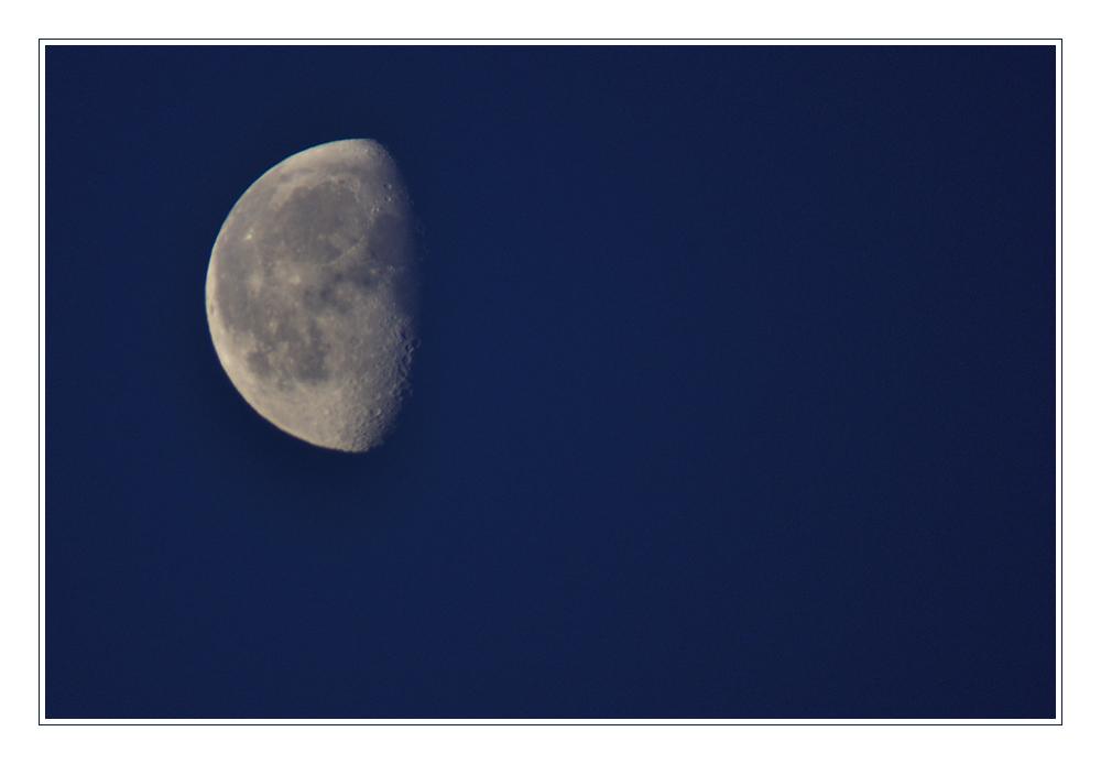 Mond zur blauen Stunde