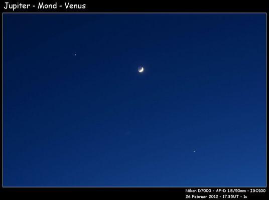 Mond zwischen Jupiter und Venus