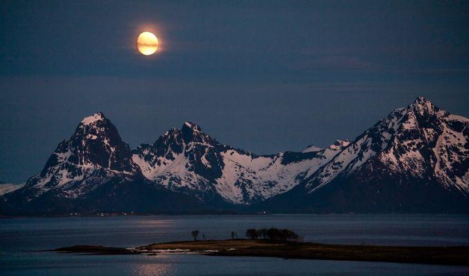 Mondaufgang über den Vesteralen