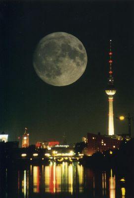 Mondaufgang über der Spree