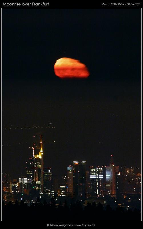 Mondaufgang über Frankfurt