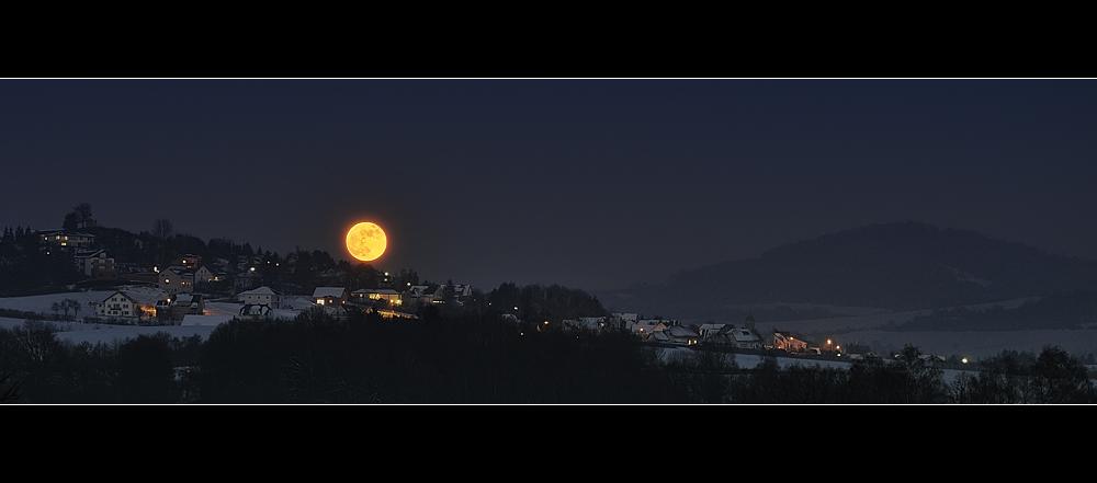 Mondaufgang über Nüsttal / Hofaschenbach in der Rhön