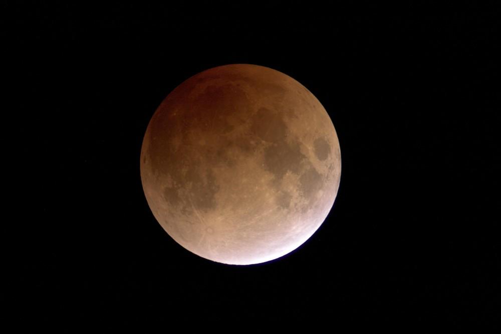 Mondfinsternis 21.02.08 in Schwülper, fast vollständige Totalität