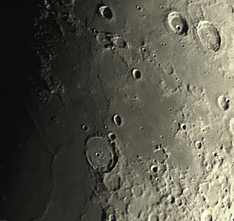 Mondkrater Posidonius mit Rillen am 05.04.2014 um 21:45 Uhr
