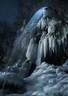Mondlicht am Wasserfall