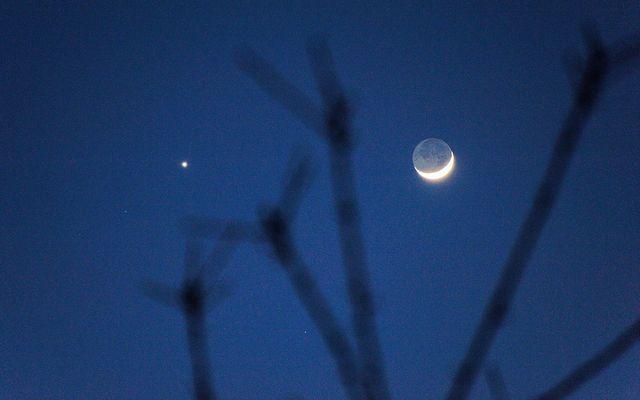 Mondsichel am 25.2.2012 kurz nach Sonnenuntergang