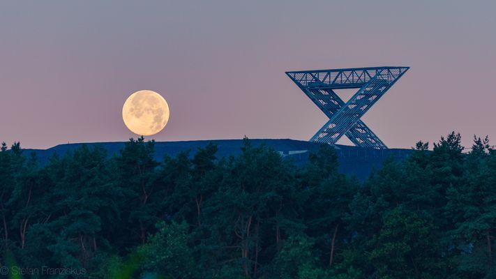 Monduntergang am Saarpolygon