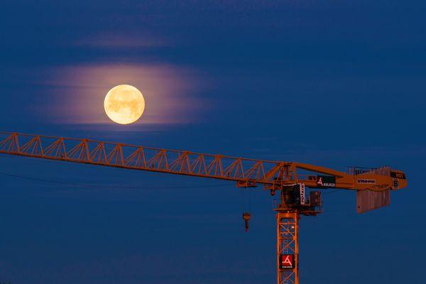 Monduntergang bei Sonnenaufgang