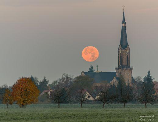 Monduntergang zu Sonnenaufgang