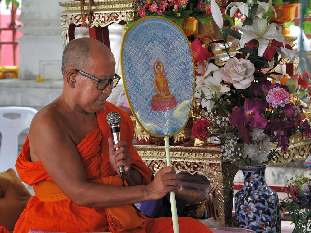 Monk at Wat Arun 01
