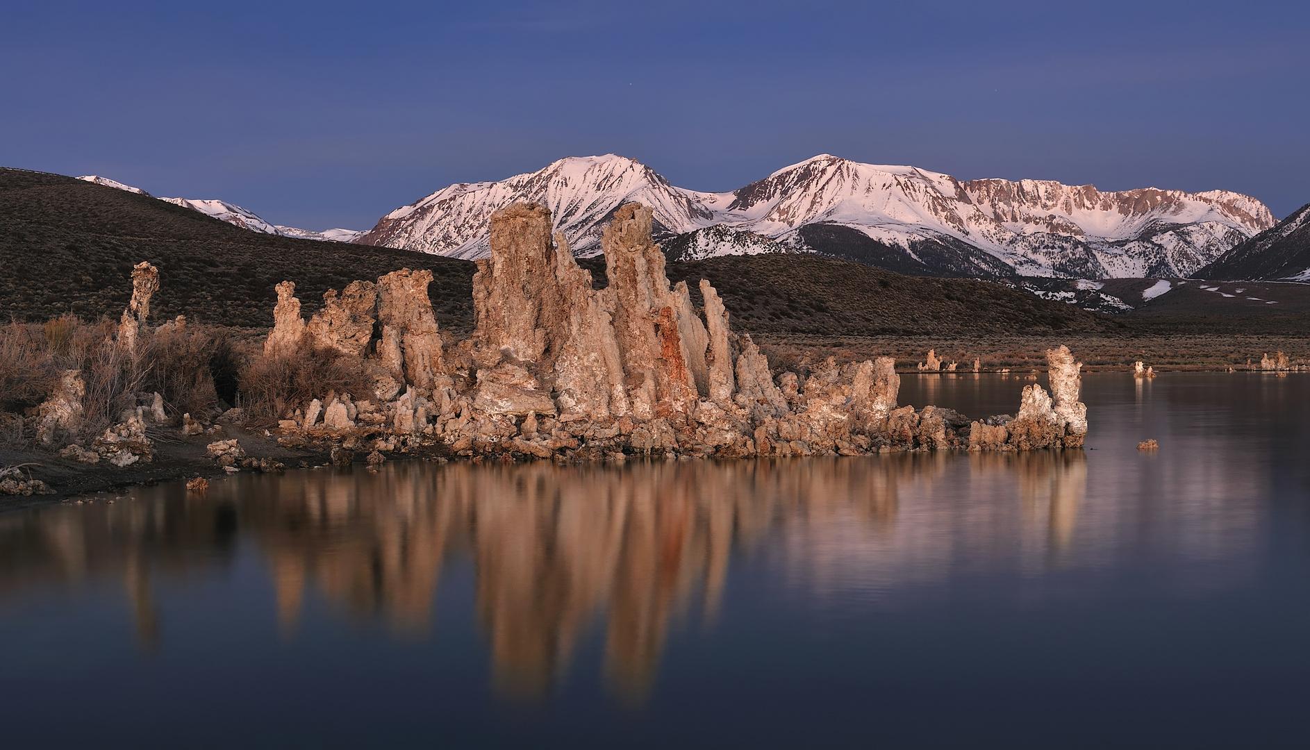 *Mono Lake at dawn*